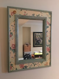 Wall mirror and matching Table - Guess Home Markham, L3R 6M3