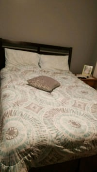 white and gray bed sheet 206 mi