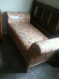Leather bench 2 small rips on seat.mpu Abilene, 79601
