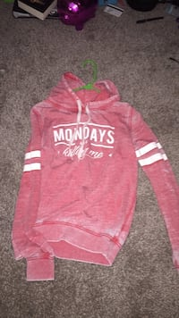 Red and white aeropostale pullover hoodie Lakewood, 98498