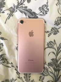 rose gold iPhone 6s with charger Toronto, M3C 2Z1
