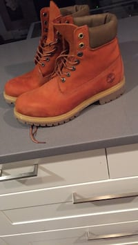 Pair of brown timberland work boots West Vancouver, V7T 1H6