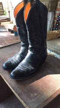 Pair of black leather cowboy boots Alexandria, 22315