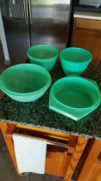 4 vintage green Tupperware containers  Henderson, 89014
