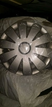"16"" INCH HUB  COVERS . LIKE NEW $40.00 SET OF 4"