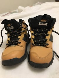 Pair of brown-and-black work boots 550 km