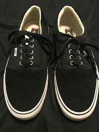 Pair of black-and-white vans low-top shoes size 13 men's