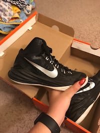 pair of black Nike basketball shoes with box Dumfries, 22026