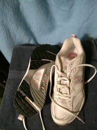 new balance white & light pink sneakers size 8 1/2