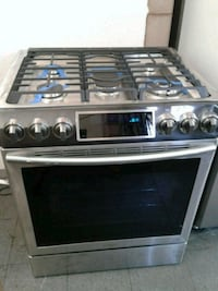 Samsung Slide-in Gas Stove. New Condition.  Huntington Beach