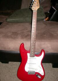 Red and white squier edition electric guitar  Pueblo, 81008