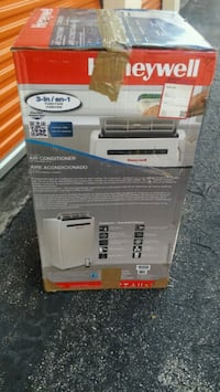 white and gray Coleman cooler box Hialeah, 33010