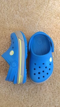 pair of toddler's blue Crocs clogs Massillon, 44646