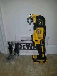 new dewalt 20v MAX XR Brushless oscillating multi tool with blades  Chantilly