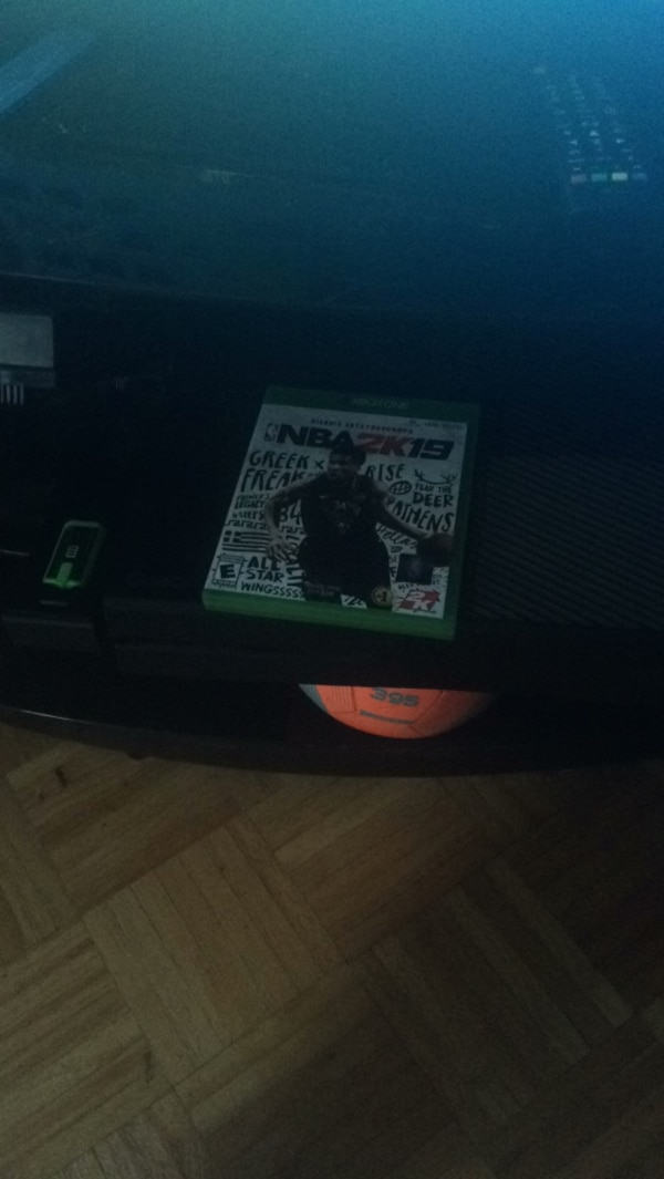 Xbox one with controller and nba 2k19
