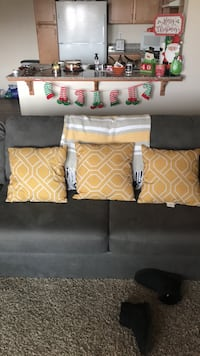 Couch pillows Lemoore, 93245
