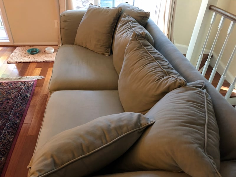 Couch - Willing to Negotiate 590ecfac-eafc-49ab-a1e0-9bb4b3d4ef76