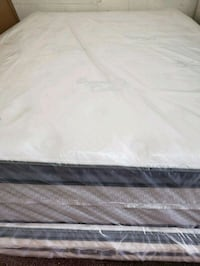 white and gray bed mattress Opa-locka