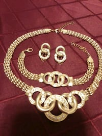 Beautiful Gold Colored Jewelry Set  Chesapeake, 23325