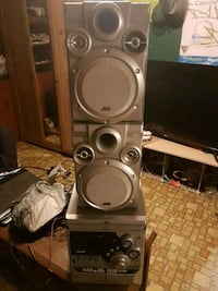 JVC (AUX/RADIO/CD/TAPE) compact system w/speakers  Newmarket, L3Y 3S9