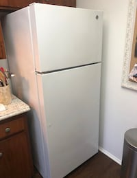 GE®️ 18.1 Cu. Ft. Top-Freezer Refrigerator. Works perfect, avaiable6/9