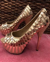 pair of silver-colored peep-toe pumps 23 km