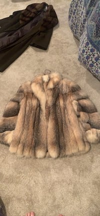 Crystal Fox fur in great condition beautiful fur coat