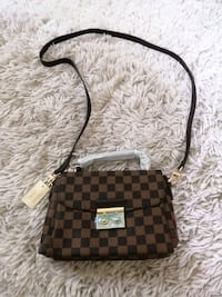 New Lv purse bnwt