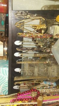 Neckless earings bracelets some vintage. Will sell Duluth, 55802