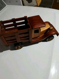 Wooden pick-up truck