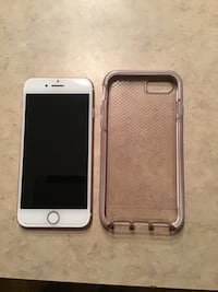 iPhone 7 32 gig hardly used always has glass screen protector and case on it. Also it is a Verizon phone Travelers Rest, 29690