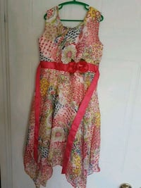 Child Size 8- beautiful floral party dress with trendy up-down hemline Mississauga, L5G 1H9