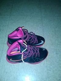 pair of black-and-purple Nike basketball shoes Griffin, 30223