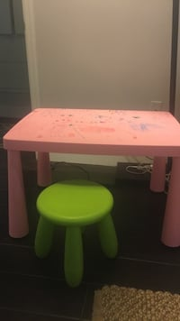 Pink table and green chair (plastic) Phoenix, 85020