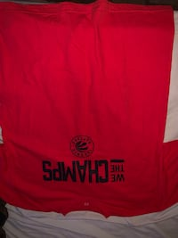Selling red raptors shirt size xl only $10 Toronto, M5V 3A9