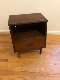 Mid-century wooden single-drawer end table Ottawa, K2P 1A7