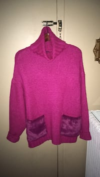 Ladies Fuchsia turtleneck sweater has two front pockets with faux fur size L/XL Oakville, L6K 1Y8