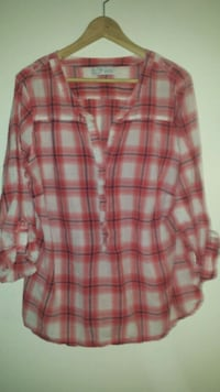 rød og hvit plaid delvis button-up skjorte Bergen