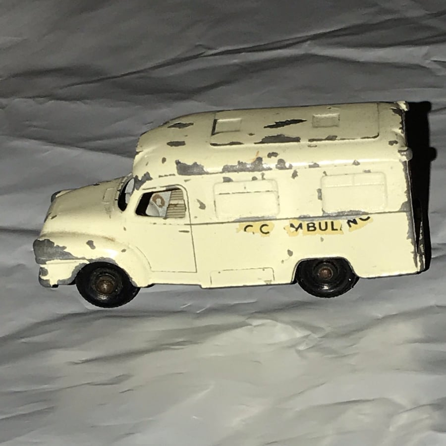 Vintage 1962 MatchBox Lesney No.14 Ambulance
