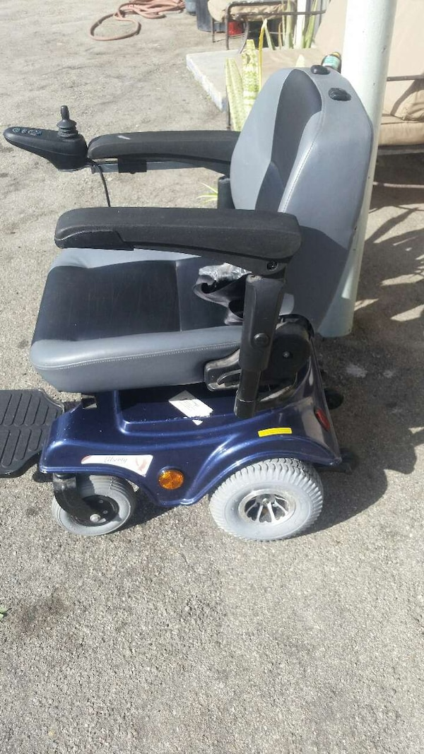 cheap for discount 91b56 0e30e Used Power chair liberty 312 with joystick control for sale in Los Angeles  - letgo