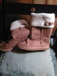 Brown boots w/fur on top
