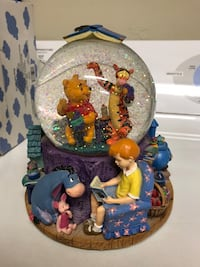 Winnie the Pooh Collectible Snow Globe Clock Bakersfield, 93314
