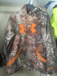 Under Armour camo hoodie size YL Daphne, 36527
