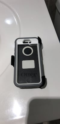 White and grayComes with a black holster for 5S or 5C brand new never used original OtterBox defender New York, 11414
