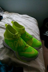 pair of green Nike basketball shoes Guelph, N1G 4G7