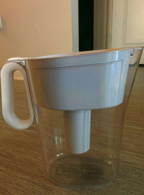 White and clear filter pitcher