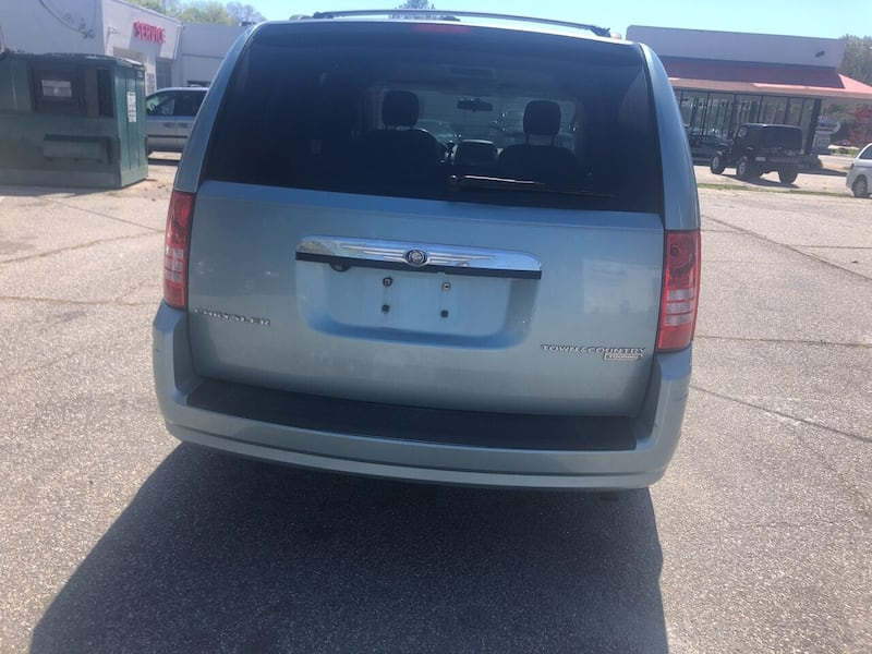 Chrysler-Town and Country-2010 549781db-d590-47c6-8d8d-c7f2eda65219