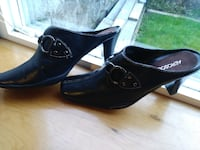 pair of black leather heeled shoes Snohomish County