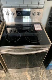 ❥New Samsung stainless electric glasstop stove- Seaford