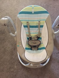 baby's white and gray bouncer Merced, 95341